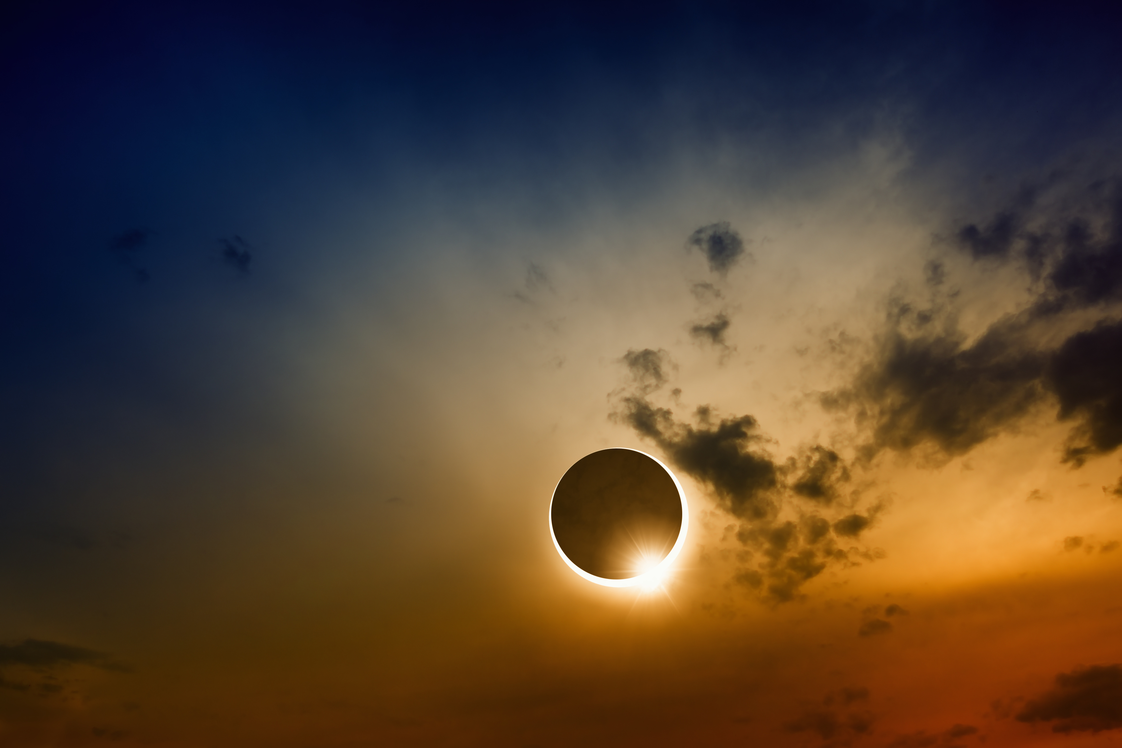 Total eclipse of the sun behind the moon